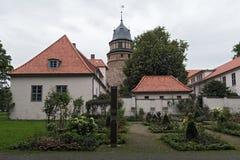 与塔和玫瑰园的Diepholzer城堡 库存图片