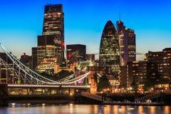 与塔桥梁的伦敦都市风景 免版税库存照片