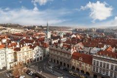 与塔的布拉格都市风景 图库摄影
