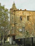 与塔的老大厦 库存图片
