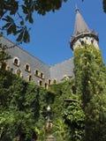与塔,庭院的中世纪城堡和 库存照片