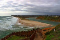 与墨累河的五颜六色的海滨在阿德莱德 库存照片