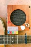与声学吉他的音乐字母表 库存图片