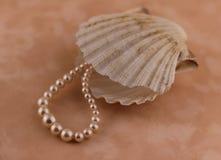 与壳的珍珠 免版税图库摄影