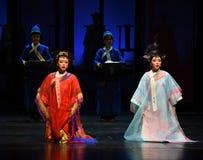 与处罚幻灭现代戏曲女皇一起在宫殿 库存图片