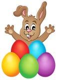 与复活节彩蛋题材1的年轻兔宝宝 免版税库存照片