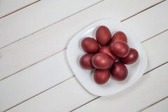 与复活节快乐的五颜六色的复活节彩蛋 库存照片