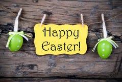 与复活节快乐的黄色复活节标签 免版税库存图片