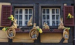 与复活节装饰的窗口 免版税库存照片