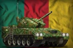与夏天伪装的轻型坦克apc在喀麦隆国旗背景 3d例证 库存例证