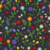 与夏天花和昆虫的无缝的花卉样式 免版税库存图片