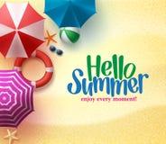 与夏时标题的五颜六色的沙滩伞背景 免版税图库摄影
