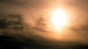 与多云的日落 免版税库存照片