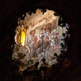 与多彩的在托莱多里面大教堂的圆顶和雕塑  库存照片