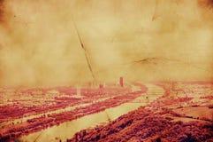 与多瑙河的减速火箭的图象维也纳风景 免版税库存图片