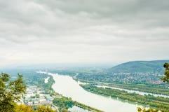 与多瑙河的维也纳风景 免版税库存图片