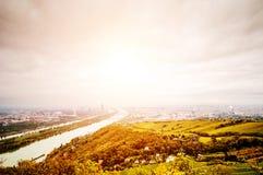 与多瑙河的维也纳风景 图库摄影