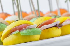 与多种成份的色的微型三明治 免版税库存图片
