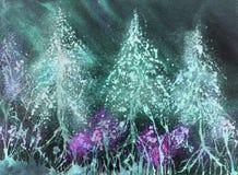 与夜空的有启发性积雪的圣诞树 免版税库存图片