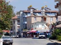 与大厦和人的城镇视图 免版税库存照片