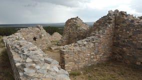 与大天空的古老美国本地人废墟 免版税库存照片