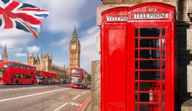 与大本钟、双层公共汽车和红色电话亭的伦敦标志在英国,英国 库存照片