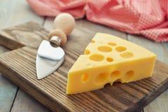 与大漏洞的干酪 库存照片