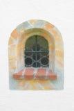 与大理石框架的被成拱形的窗口 库存照片