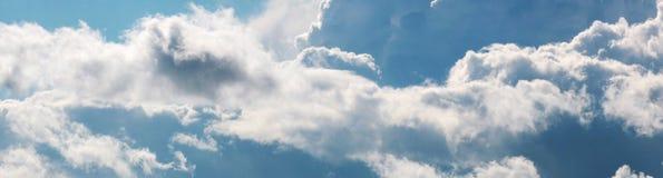 与大白色的天空覆盖全景 库存图片