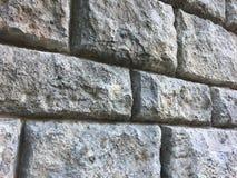 与大砖的石墙纹理在古老历史建筑 图库摄影