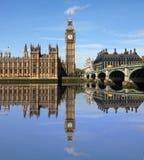 与大笨钟,伦敦的威斯敏斯特桥梁 免版税库存图片