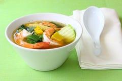 与大虾帮会梁Goong的泰国辣混杂的菜汤 免版税库存图片