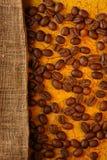 与大袋的咖啡豆 库存照片