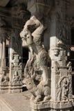 与大象树干,室内天线,马身体,鳄鱼牙,狮子腿的神话动物 库存图片