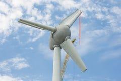 与大起重机的聚集的翼荷兰windturbine 图库摄影