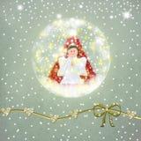 与天使和圣诞树的雪球玻璃 图库摄影