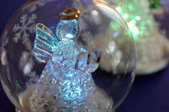 与天使的Cristmas球 免版税库存照片