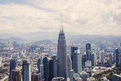 与天然碱双塔的市中心,吉隆坡地平线 免版税库存图片