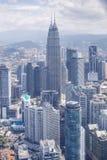与天然碱双塔的市中心,吉隆坡地平线 免版税图库摄影