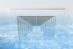 与天空云彩的新鲜空气输送管退色臭氧新鲜空气、危险和t 图库摄影