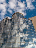 与天空的玻璃反射 图库摄影