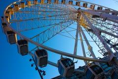 与天空蔚蓝对比的高弗累斯大转轮 库存照片