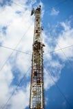 与天线的无线电铁塔 库存图片