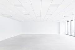 与天花板和地板的白色空的空间 免版税图库摄影