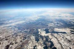 与天际的空中照片 从飞机的视图 免版税库存图片