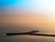 与天际线disapp的意想不到的美好的日落海景 免版税库存图片