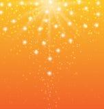 与太阳光芒和发光的星的抽象橙色背景 皇族释放例证