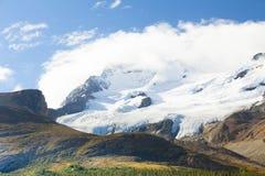 与太阳哥伦比亚icefield加拿大的athabasca冰川 图库摄影