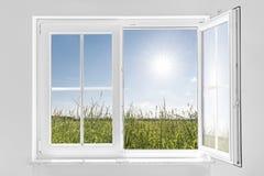 与太阳的白色半开窗口 图库摄影