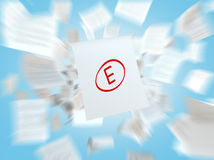与失败高中等级的一张纸 精神表现的概念 库存照片